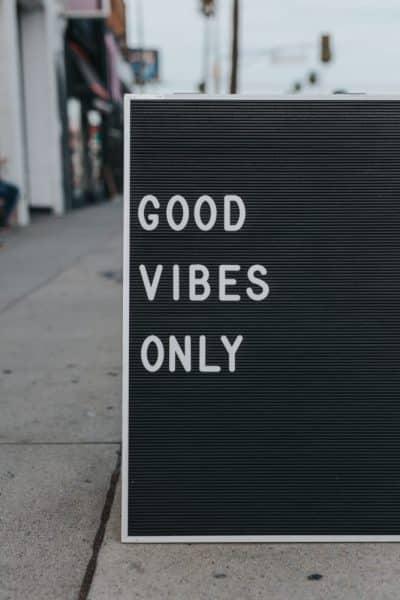 La pensée positive, good vives only
